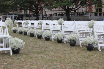 ceremony-outdoors-aisle_decor-babies_breath